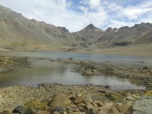 Laguna grande con isla y de fondo el Euzkadi